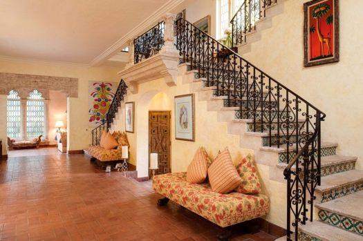 196-Banyan-Stairs